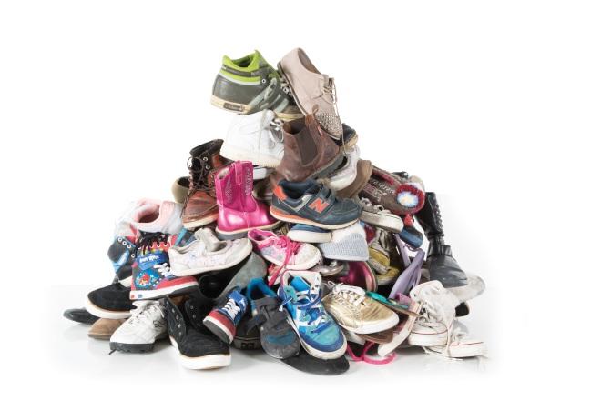 GDMJOS_schoenen-stapel